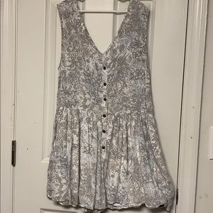 URBAN OUTFITTERS SIZE XS FLOWY BUTTON DOWN ROMPER